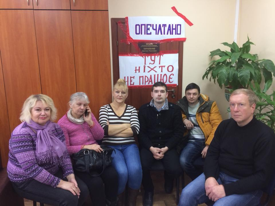 Активісти заблокували кабінет прокурора Ужгорода (відео)