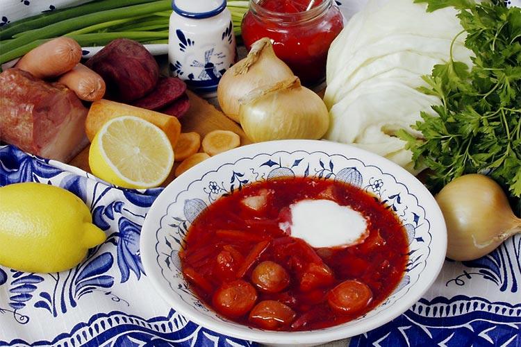 Google назвал борщ «традиционным российским блюдом», но вспомнил и об Украине — фото