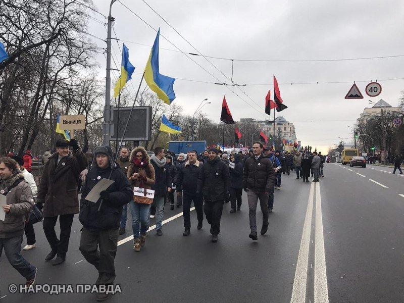 Петиция вподдержку импичмента Порошенко набрала неменее 100 тыс. голосов