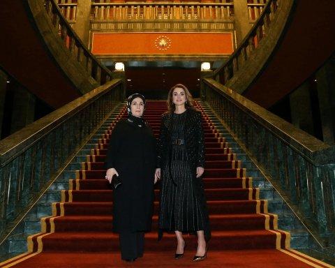 Королева Ранія вразила стильним виглядом (фото)