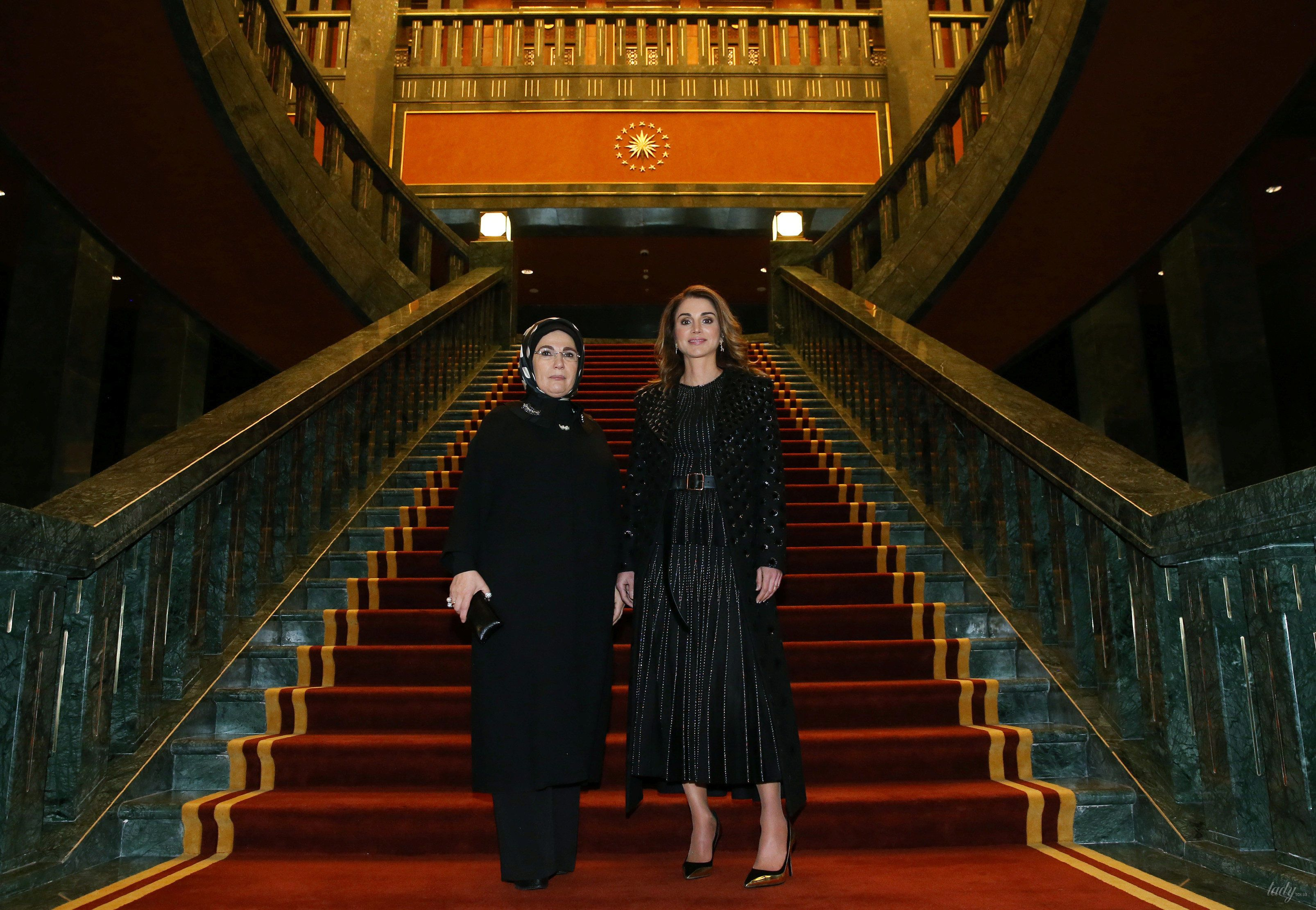 Королева Ранія вразила прихильників розкішним виглядом (фото)