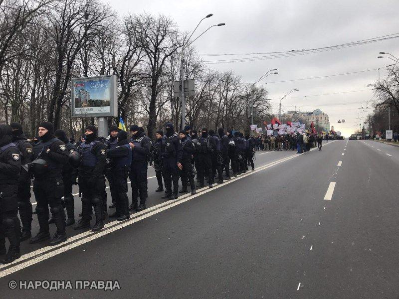Сотні силовиків стягнули у центр Києва: охорону порядку значно посилили