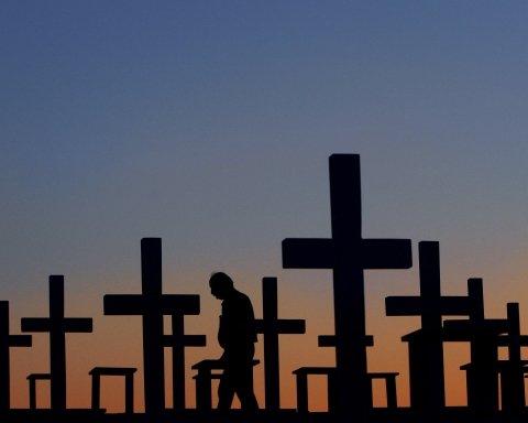 """У Росії показали, де ховають """"героїв"""" путінських війн: моторошне відео з кладовища"""