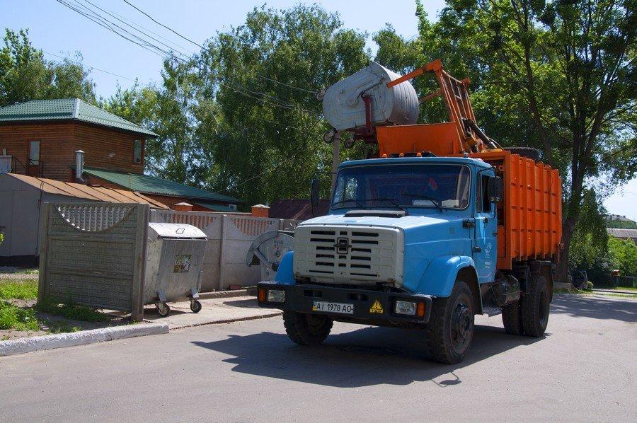 Вивезенням сміття із надвірнянських сіл займатиметься львівський підприємець. На цьому він заробить майже 300 тисяч гривень