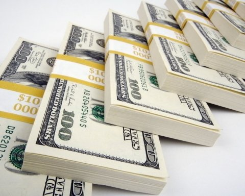 """""""Скромний"""" податківець отримав від матері 2 млн грн подарунку"""
