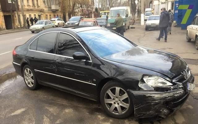 ВОдессе нетрезвый шофёр наавтомобиле пытался заехать всупермаркет
