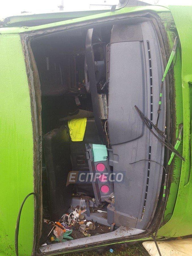 Моторошна ДТП у Києві: автобус із телевізійною групою врізався у BMW