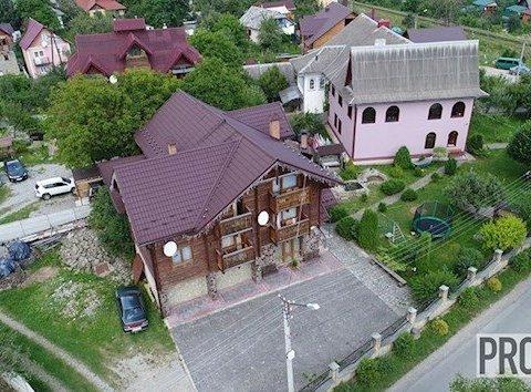 Елітні маєтки й авто: в мережі показали, як живе український прокурор (відео)