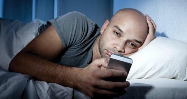 Спати поряд не можна: названо предмет, який викликає рак