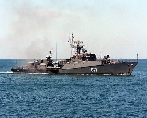 Путин стянул в Крым 40 военных кораблей
