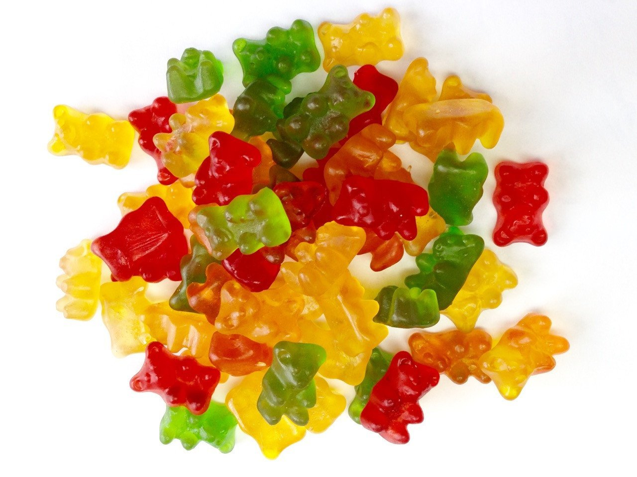 Содержат консерванты: витамины в желейных конфетах опасны для детей