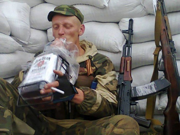 Главарь банды боевиков ЛДНР ушел в запой из-за потерь на войне