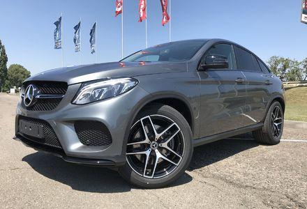 »Скромной» чиновнице подарили новенький Mercedes за 3 млн грн
