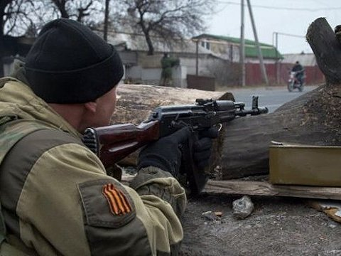 """Бойовики здають позиції під Донецьком: по дорогах перевозять """"вантаж 200″"""