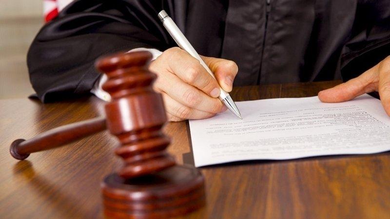 Підсудний прямо у залі суду спробував перерізати собі горло