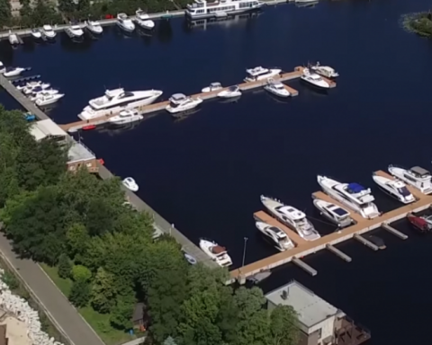 От 2 до 21 млн грн: как нардепы плавают на самых дорогих яхтах в стране