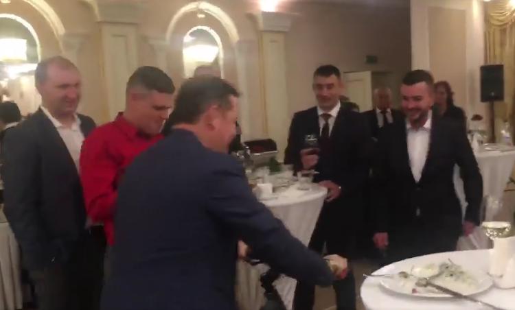 Як п'яний Ляшко навелосипеді удорогому ресторані ганяв (відео)