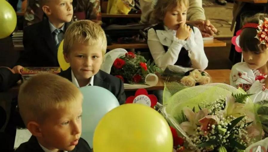 Першокласники без реєстрації: в Києві масово купують прописку для школярів