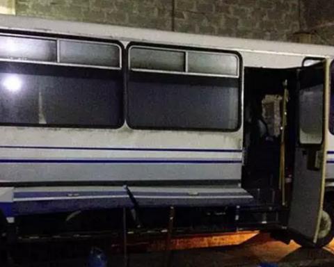 Автобус із пасажирами обстріляли підлітки: з'явилися подробиці