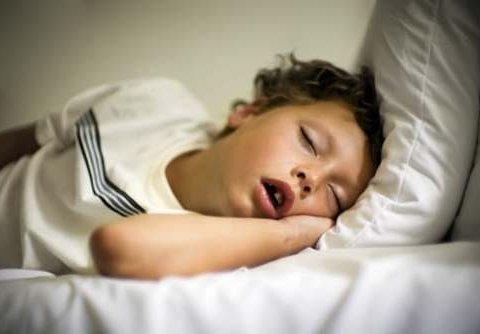 Дитяче хропіння: медики б'ють тривогу через небезпечні захворювання