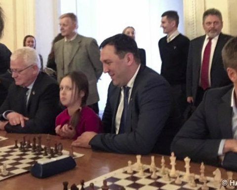 """""""Гра на виліт"""": українські журналісти поставили """"мат"""" нардепам"""