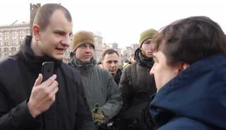 Гужву обплювали на Майдані