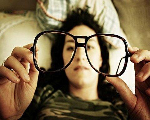 Кому и почему не стоит носить очки