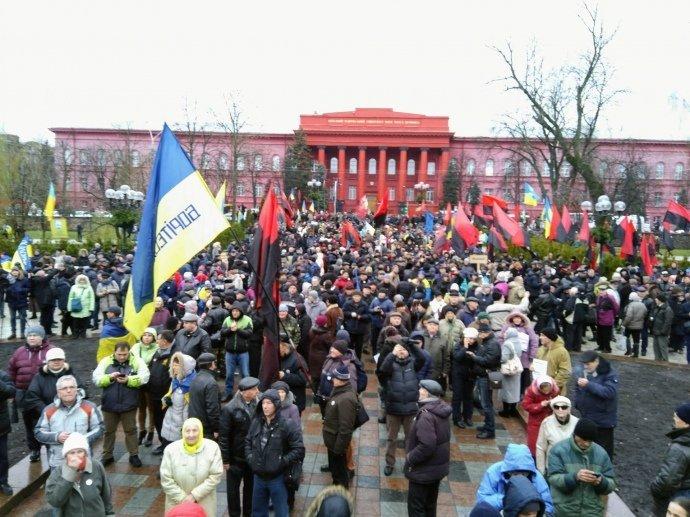 Масштабний марш за імпічмент Порошенка розпочався у Києві (відео)