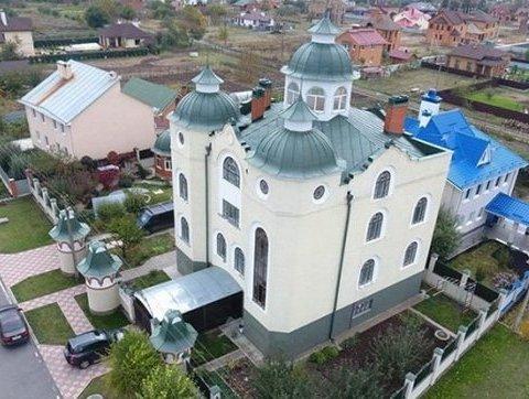»Настоящий храм»: украинцев поразил роскошный дом судьи