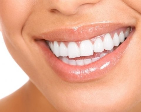 Як очистити зуби від каменю в домашніх умовах