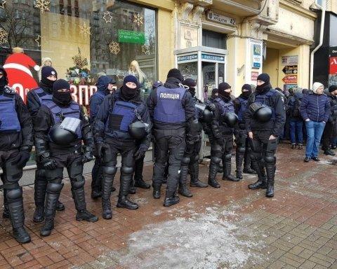 Суд над Саакашвілі: поліція заблокувала всі в'їзди