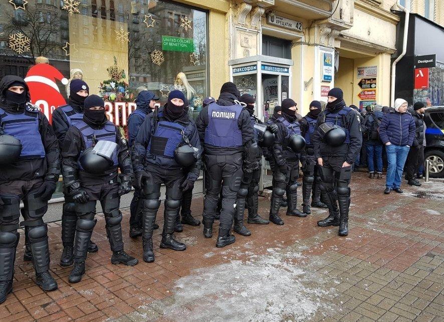 Суд над Саакашвили: полиция заблокировала все въезды