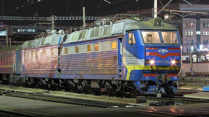 Десять потягів в Україні припиняють свою роботу (список)