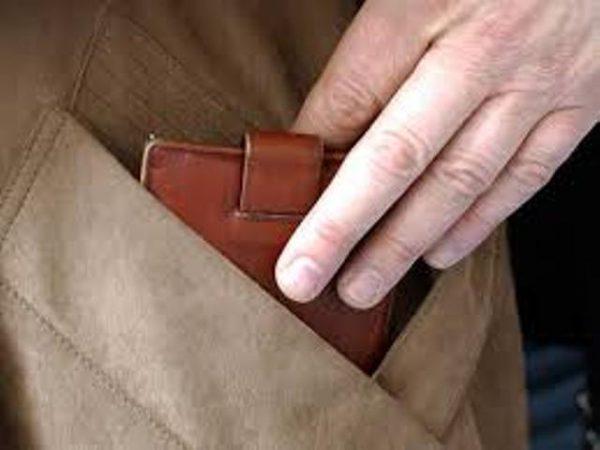 У Чернігові шахрай пропонував жінці гроші, щоб вона його відпустила