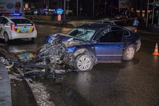 Ночное ДТП вКиеве: нетрезвый шофёр пытался сбежать насломанной машине
