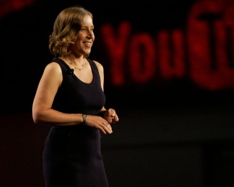 YouTube улучшил алгоритмы выявления экстремизма и трудоустроит тысячи модераторов