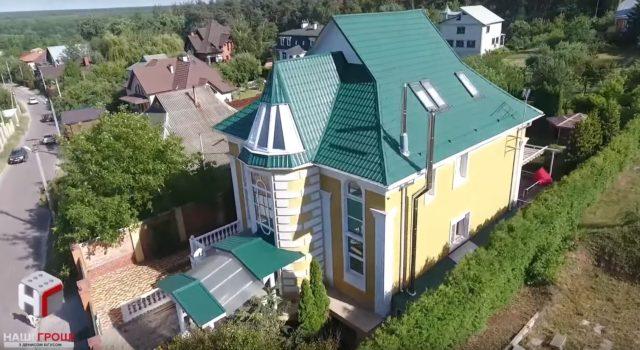 """Розкішний будинок із басейном """"забув""""задекларувати заступник Матіоса (відео)"""