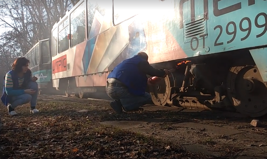 Вогнегасник не працював: палаючий трамвай гасили пляшкою з водою