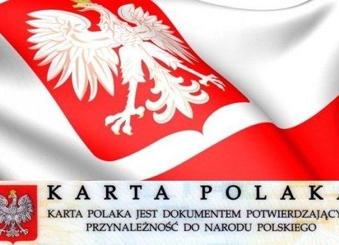 """Питають про Бандеру: українці, які хочуть жити за """"картою поляка"""", проходять """"особливу"""" співбесіду"""