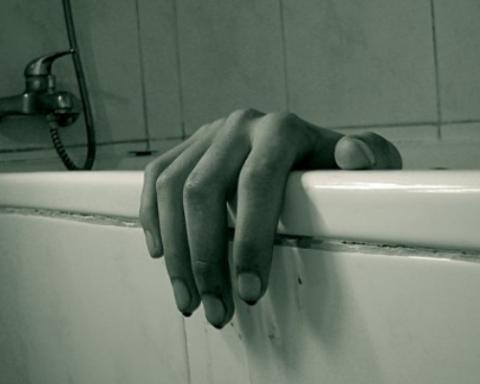 Премия Дарвина: российская школьница убилась смартфоном в ванной
