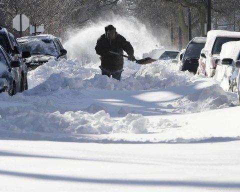 Украинцев предупреждают о мощном снежном циклоне