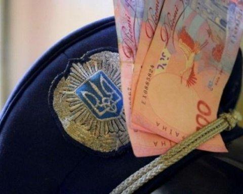 Полицейского задержали на взятке в 6 тысяч гривен