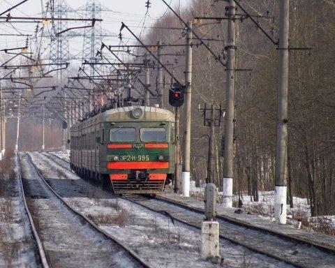 В Полтавской области поезд сбил двух людей