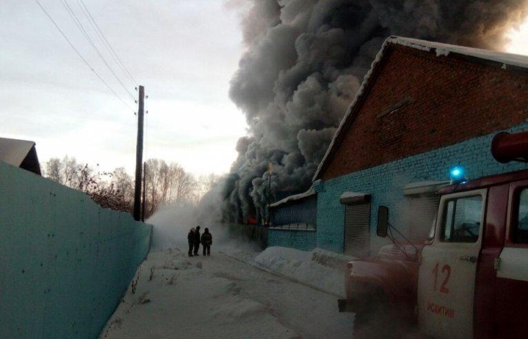 Масштабна пожежа на взуттєвій фабриці в Росії: багато загиблих