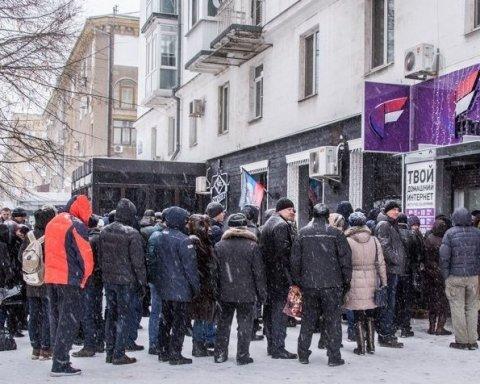 На Донбассе жители полностью потеряли контроль над банковскими карточками