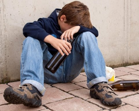 Колядка закінчилась реанімацією: ще один підліток отруївся алкоголем