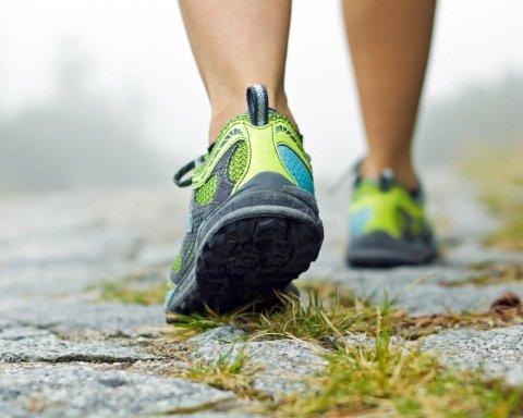 Скільки потрібно ходити пішки кожен день для схуднення: названо цифру