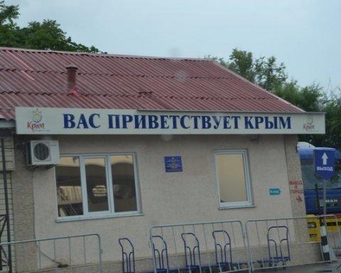Туристи масово тікають з курортів окупованого Криму: що сталося