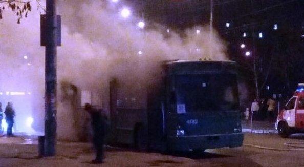 УКиєві загорівся тролейбус зпасажирами