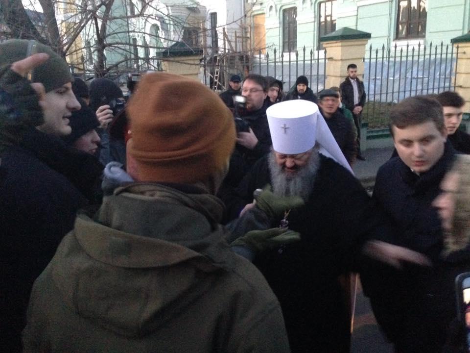 Активисты С14 заблокировали Киево-Печерскую лавру